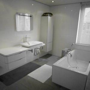2 Badkamer a verlaagd plafond badmeubel